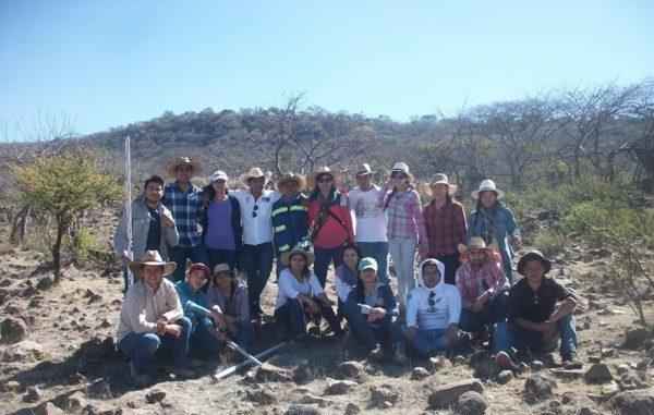Universitarios apoyan a comunidades rurales en el estado
