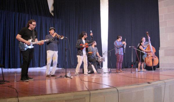"""Niñas y niños disfrutan en la UG de concierto con """"La Pingo's Orquesta"""""""